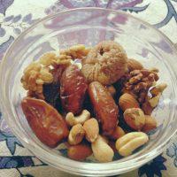 Ongezouten noten en gedroogde vruchten